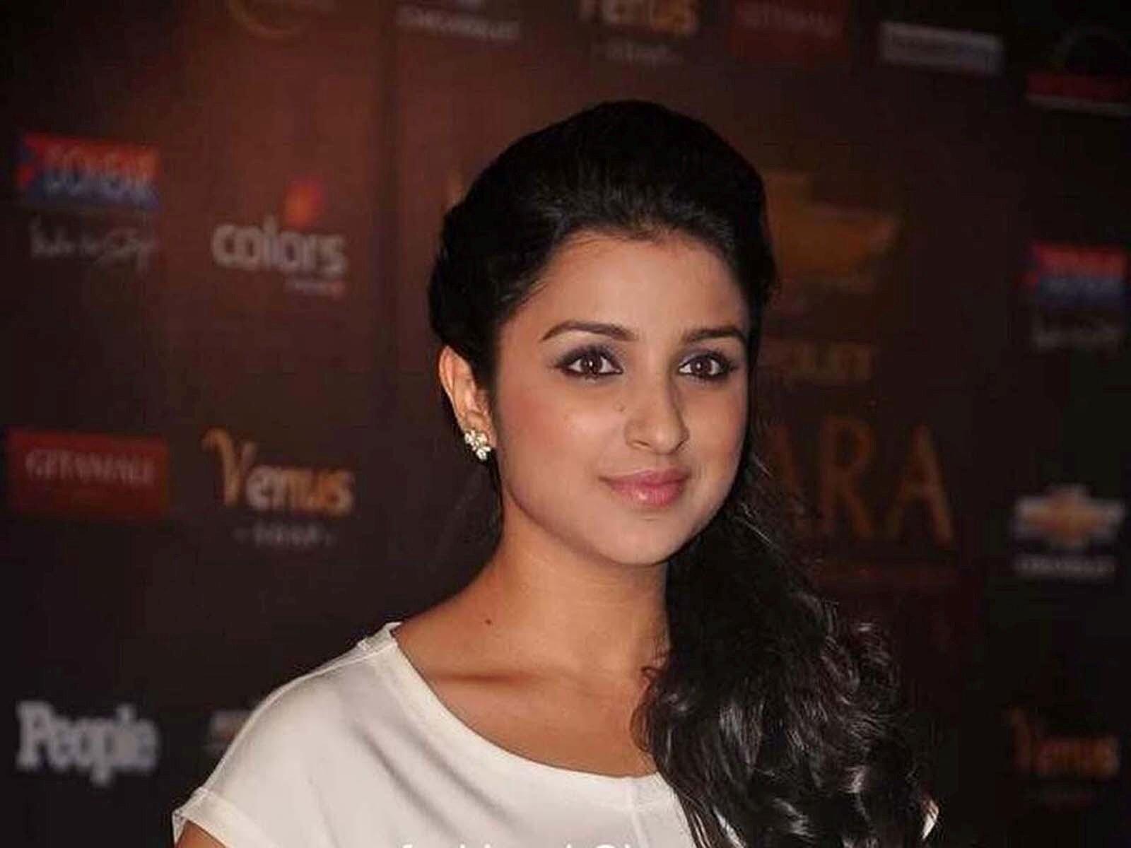 Parineeti Chopra Cute Bollywood Actress Hd Wallpapers
