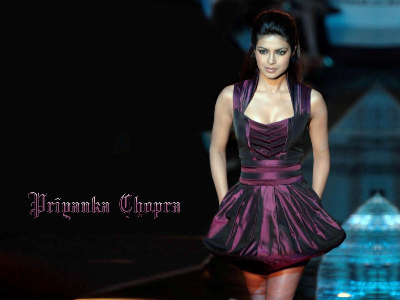 Priyanka Chopra Walking On Ramp Hd Wallpapers