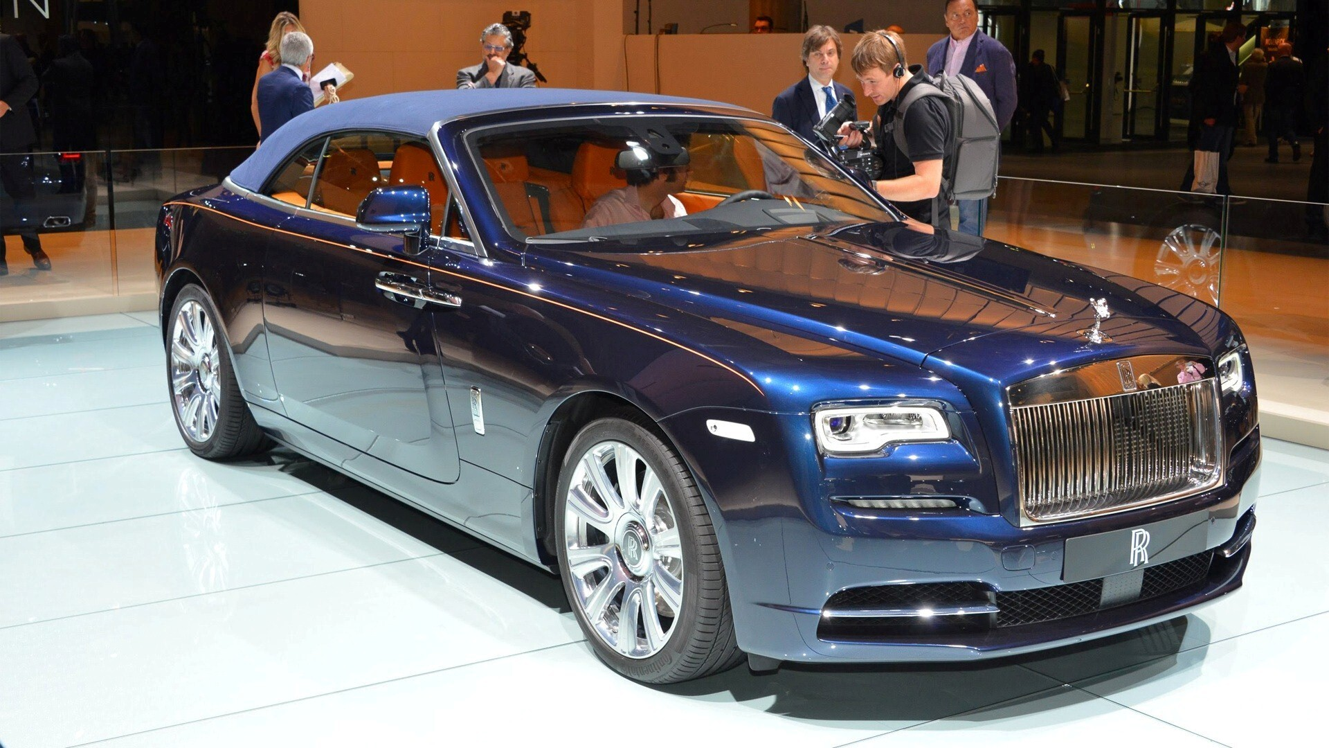 new rolls royce suv 2017 hd photo hd wallpapers. Black Bedroom Furniture Sets. Home Design Ideas