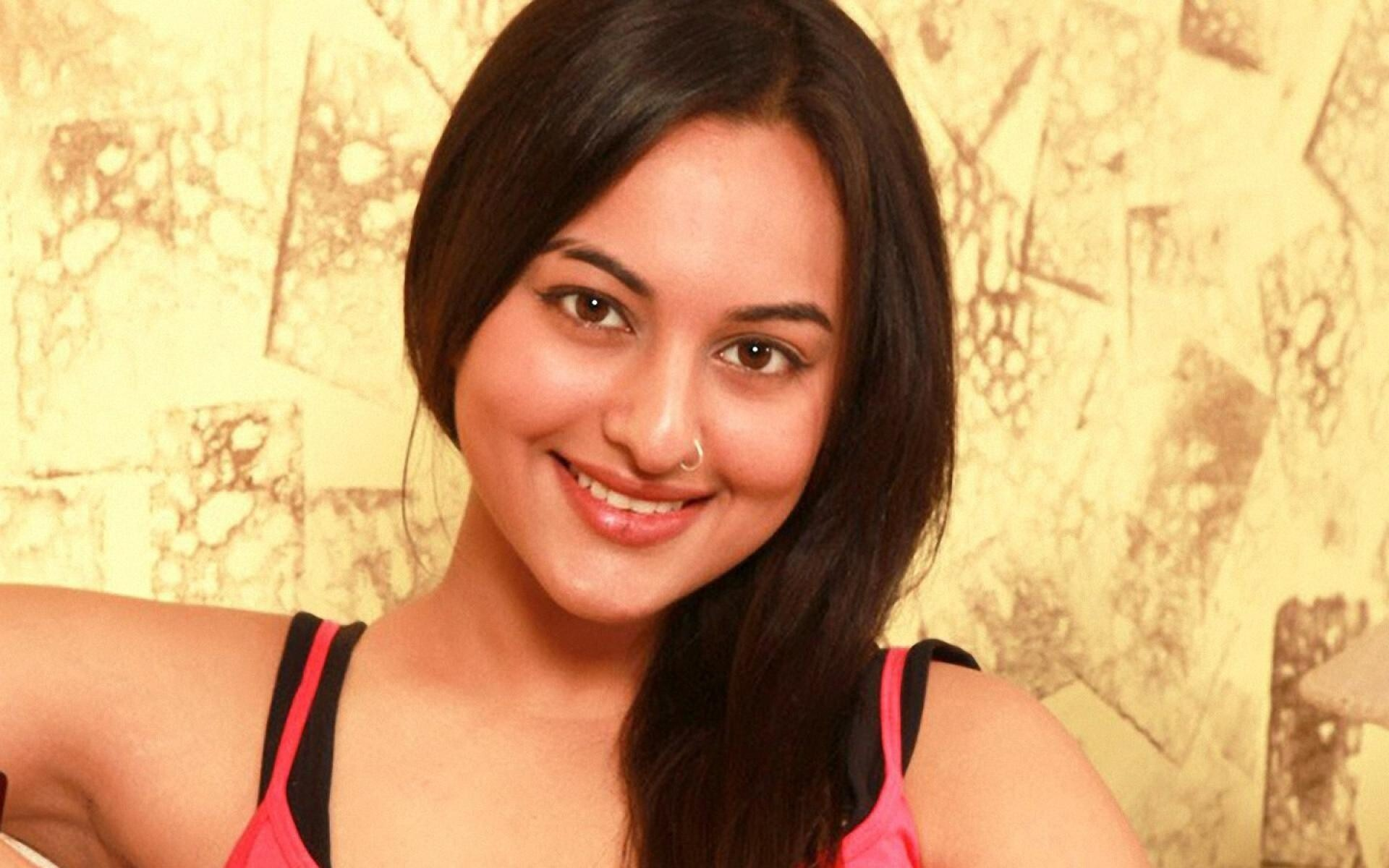 cute face of sonakshi sinha | hd wallpapers