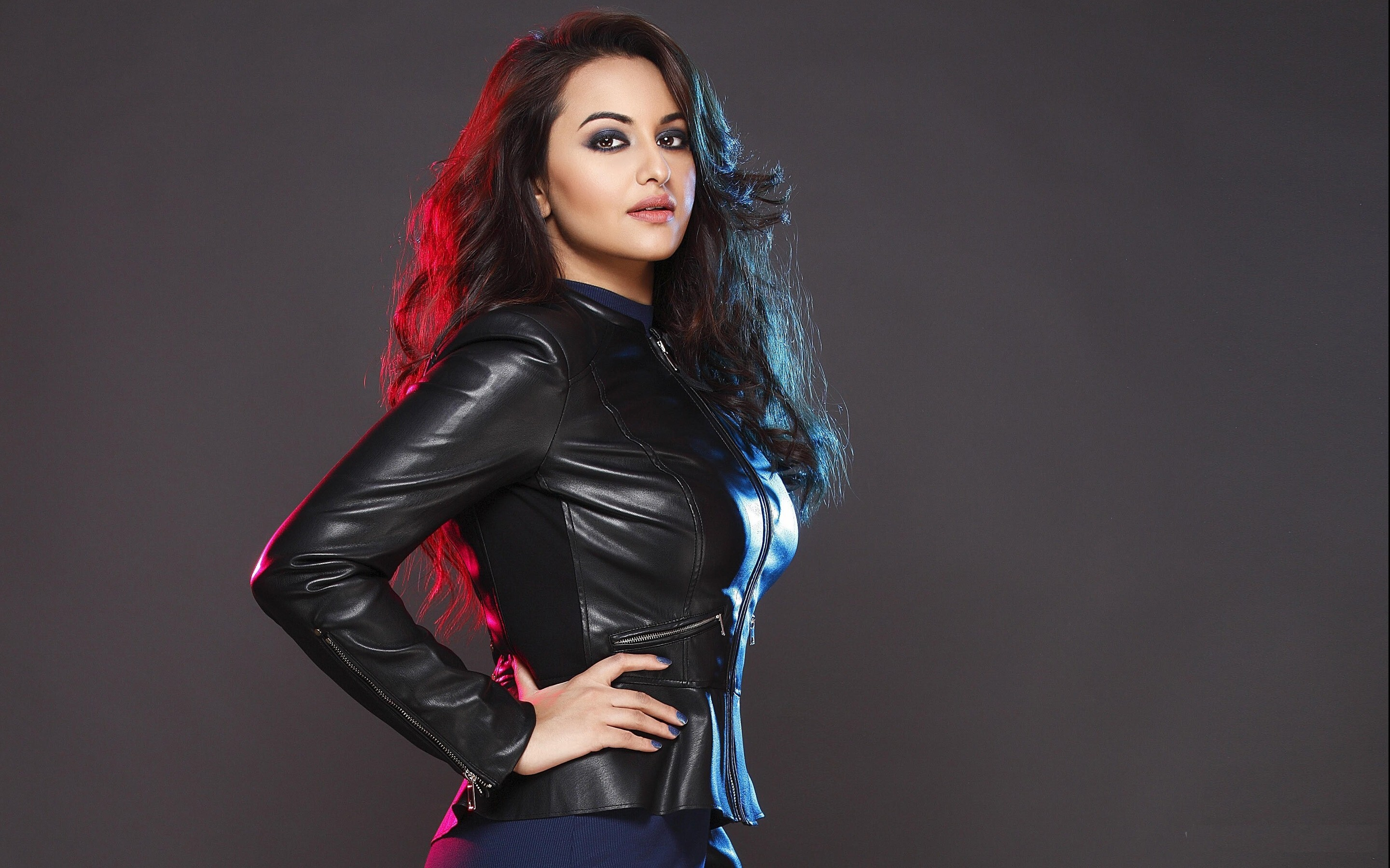 Sonakshi Sinha In Glamorous Look Wallpaper