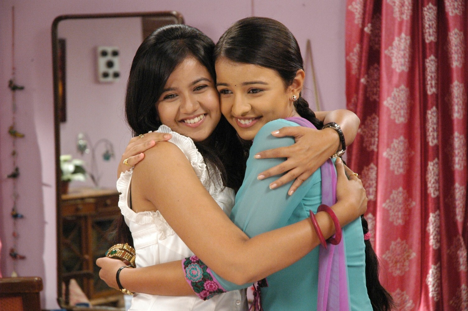 ... Suhane Ladakpan Ke Zee TV Serial HD Photos