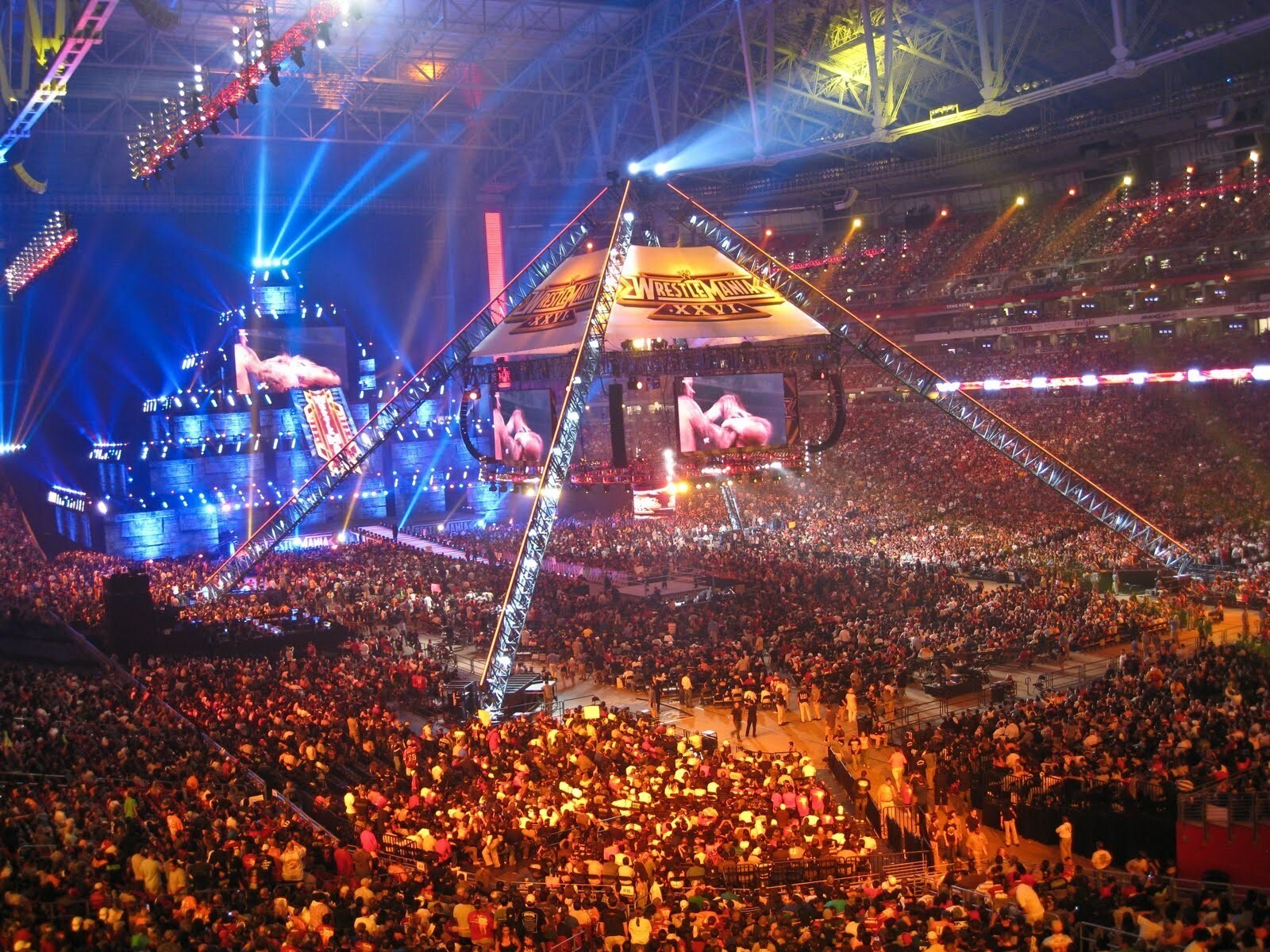 Wrestlemania 28 stage construction