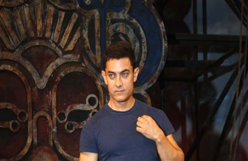Popular Bollywood Actor Aamir Khan in Blue Tshirt HD Wallpaper