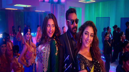 Ajay Devgan Dancing with Actress Tabu and Rakul Preet Singh in De De Pyaar De