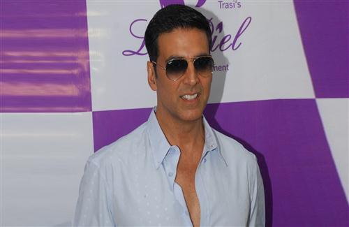Handsome Bollywood Actor Akshay Kumar in Goggles Wallpaper