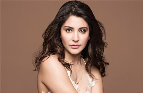 Beautiful Anushka Sharma Background Wallpaper