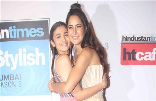 Alia Bhatt and Katrina Kaif in Bollywood Award Photo