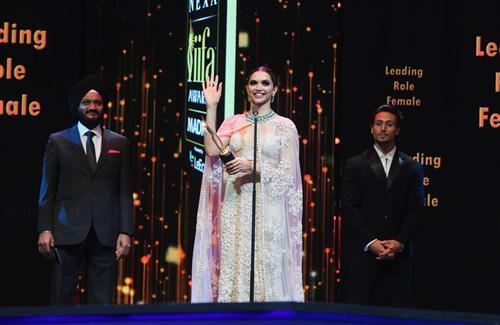 Deepika Padukone in IIFA Awards Image