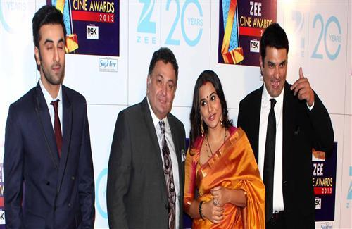 Rishi Kapoor Ranbir and Vidya in Zee Cine Awards