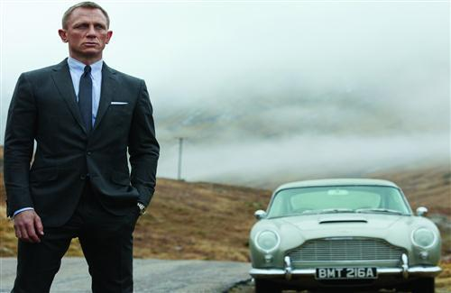 Hollywood Actor Daniel Craig in Black Suit