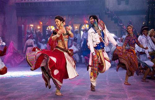 Deepika and Ranveer Dancing in Ram Leela Wallpaper