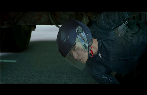 Aamir Khan Under Truck Stunt in Dhoom 3 Movie