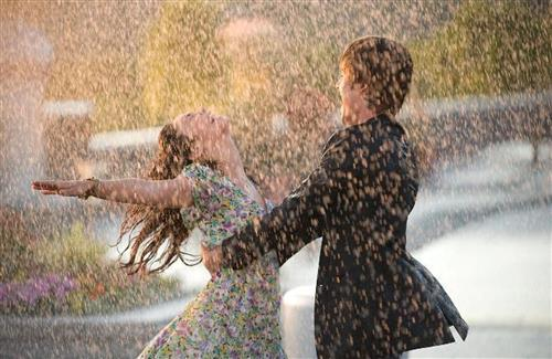 Snowy Romantic Couple in Rain Beautiful Wallpapers