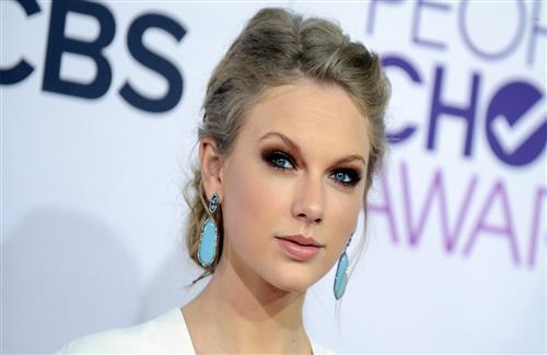 Beautiful Closeup of Singer Taylor Swift Wallpaper