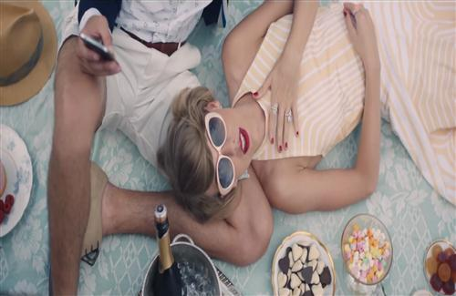 Taylor Swift in Her New Song Blank Space with Goggles HD Photo