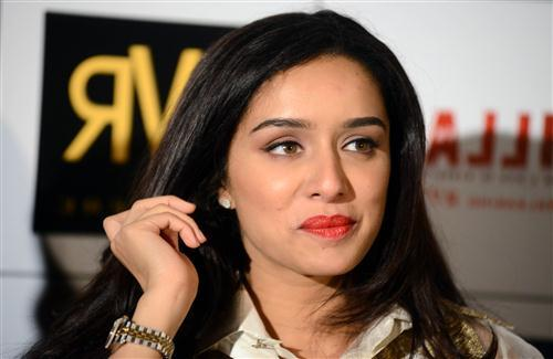 Beautiful Actress Shraddha Kapoor in Red Lips HD Wallpaper