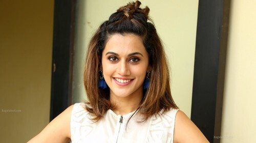 Taapsee Pannu with Cute Smile HD Photo