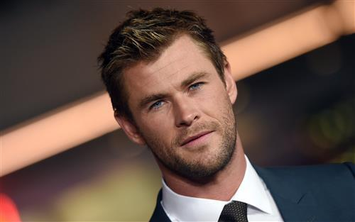 Chris Hemsworth Hollywood Film Actor Wallpaper