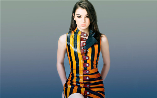 Beautiful American Actress Hailee Steinfeld Wallpaper
