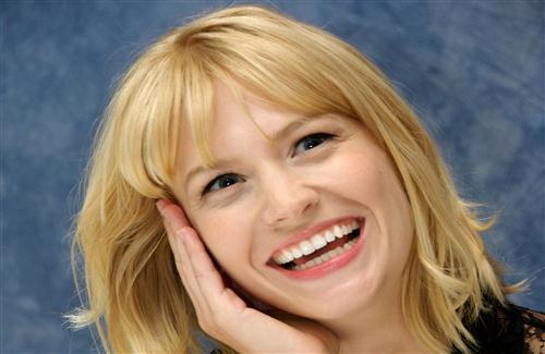 Beautiful Hollywood Actress and Model January Jones Cute Smile HD Wallpapers