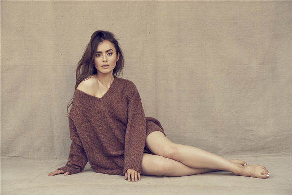 Beautiful Lily Collins American and English Actress Photo