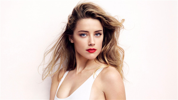 Beautiful Pic of Amber Heard in Red Lips American Celebrity