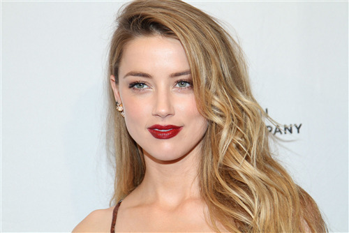 Cure American Actress Amber Heard in Red Lips Photo