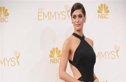 Lizzy Caplan American Acress Celebrity Wallpaper
