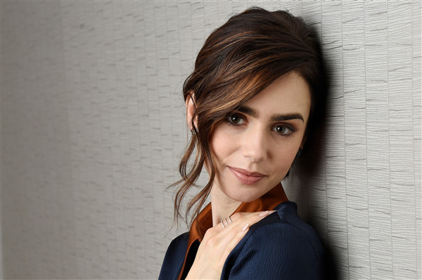Pretty Look of Celebrity Lily Collins