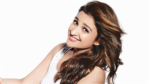4K Pic of Parineeti Chopra Smile Face
