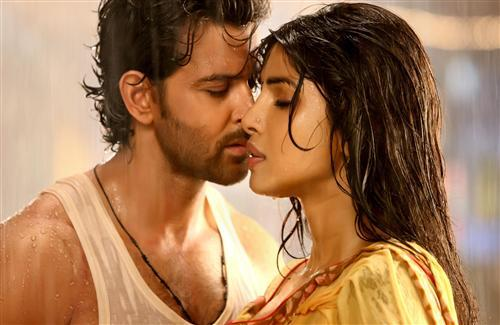 Hrithik Roshan and Priyanka Chopra in Agneepath