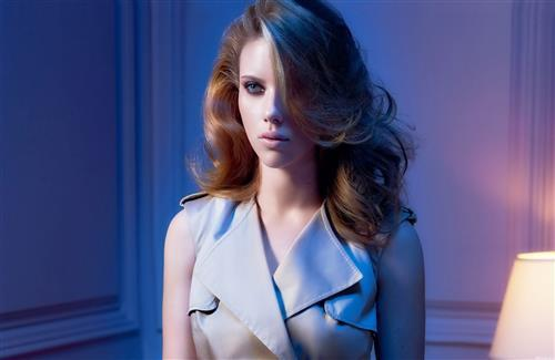 Beautiful Scarlett Johansson Hollywood Heroine with Nice Hairstyle Wallpapers
