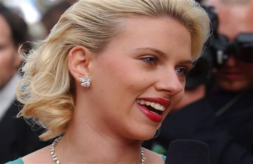 Famous Scarlett Johansson in Red Lips with Cute Smile Actress Wallpaper