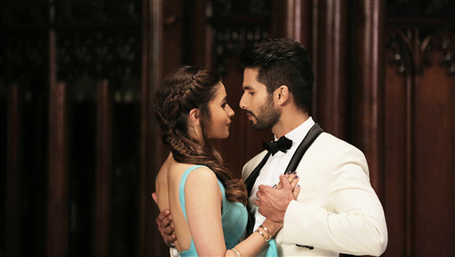 Shahid Kapoor and Alia Bhatt Romantic Photo