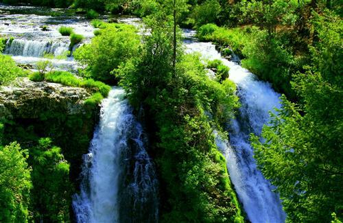 Beautiful Waterfall Nature Scene