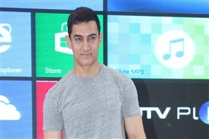 Dashing Bollywood Actor Aamir Khan HD Wallpapers