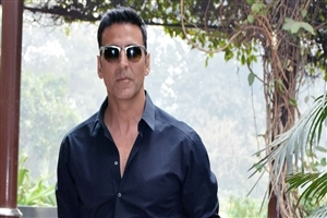 Akshay Kumar in Sunglasses HD Image