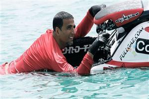 Akshay Kumar with Motor Boat in Blue