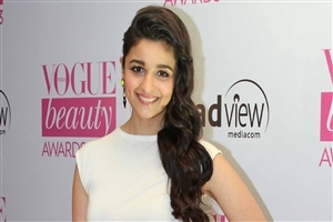 Beautiful and Cute Smile of Alia Bhatt Indian Actress HD Wallpaper