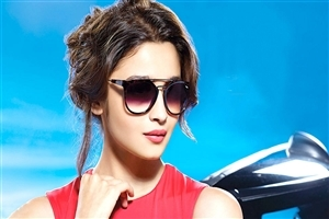 Cute Alia Bhatt with Sunglasses Celebrity HD Photo