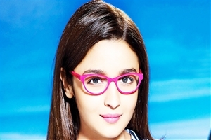 Latest Photo of Alia Bhatt in Goggles HD Photo