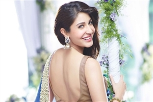 Superb Anushka Sharma in Saree