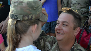 Soldier Father Wear Cap to Daughter Superb Movement