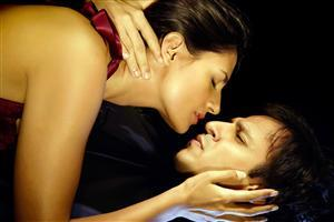 Aruna Shields doing Romance with Vivek Oberoi