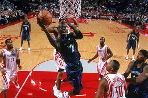 Kevin Garnett Dunking the Ball