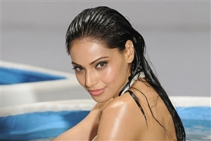 Bipasha Basu Bollywood Model and Actress HD Wallpapers
