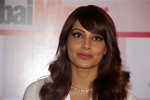 Lovely Red Lips of Bollywood Actress Bipasha Basu HD Wallpapers
