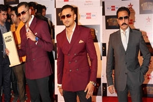 Honey Singh and Gulshan Grover at Big Star Entertainment Awards 2013 Photos Download