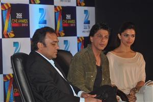 Sarukh and Deepika in Zee Cine Awards